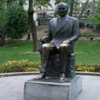 Стамбул, памятник Ататюрку.