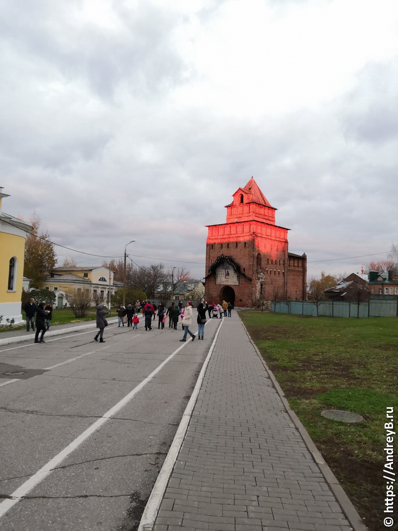 Ворота Коломенского кремля на закате